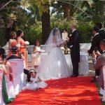 Ceremonia civil en jardín La Concepción Marbella. Español Sueco. Wedding ceremony in Marbella in Swedish and Spanish F02